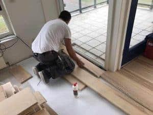 Houten vloer leggen floorplaza